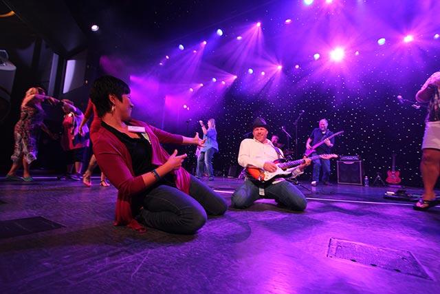 survivor-onstage-man-guitar